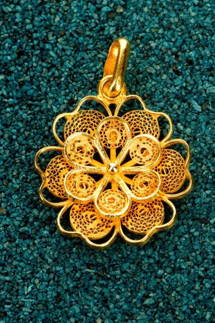 Florecita - Gold plated silver filigree pendant