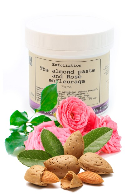 Gomaj de fata bio exfoliant cu pudra de migdale și ulei de trandafiri